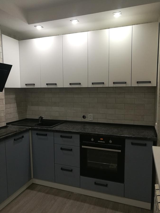 Белый кухонный гарнитур-Кухня МДФ в ПВХ «Модель 30»-фото1