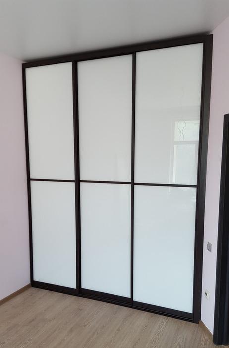 Белые шкафы-купе-Шкаф-купе из стекла Лакобель «Модель 16»-фото1